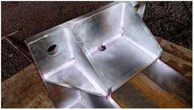 A THW realiza Ensaios por Líquidos Penetrantes, considerados um dos melhores métodos para detectar descontinuidades de materiais isentos de porosidade.